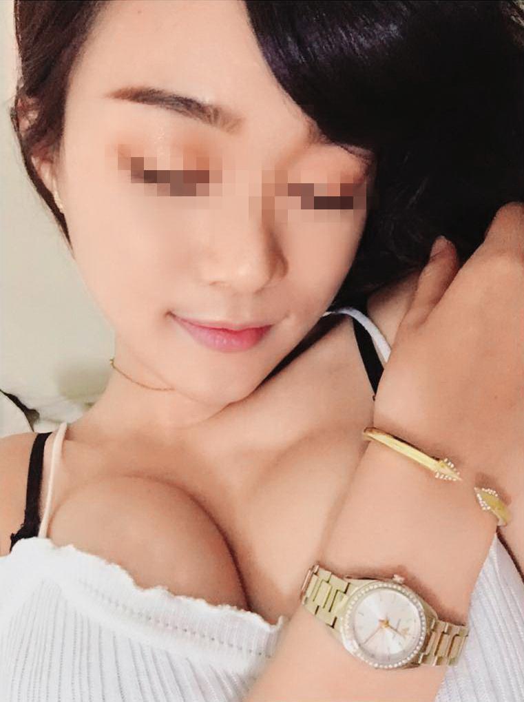 黃勝雄的小三M女身材火辣,聲稱不知黃勝雄已婚。(翻攝自M女IG)
