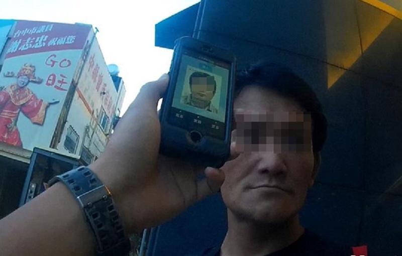 馮嫌在豐原火車站候車時,被警方眼尖發現,並透過人臉辨識系統逮個正著。