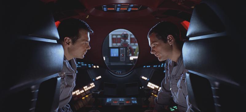 《2001:太空漫遊》雖是50年前的製作,但從太空船的操控面板、平板電腦、人工智慧電腦「HAL」等細節,都與現今的科技相差不遠,被影迷譽為「神預言」。(華納兄弟)