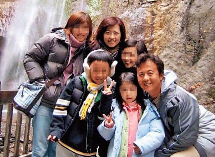 王傳家與妻子過去鶼鰈情深,甚至一家人共同出遊,如今此景已成往事。(翻攝臉書)