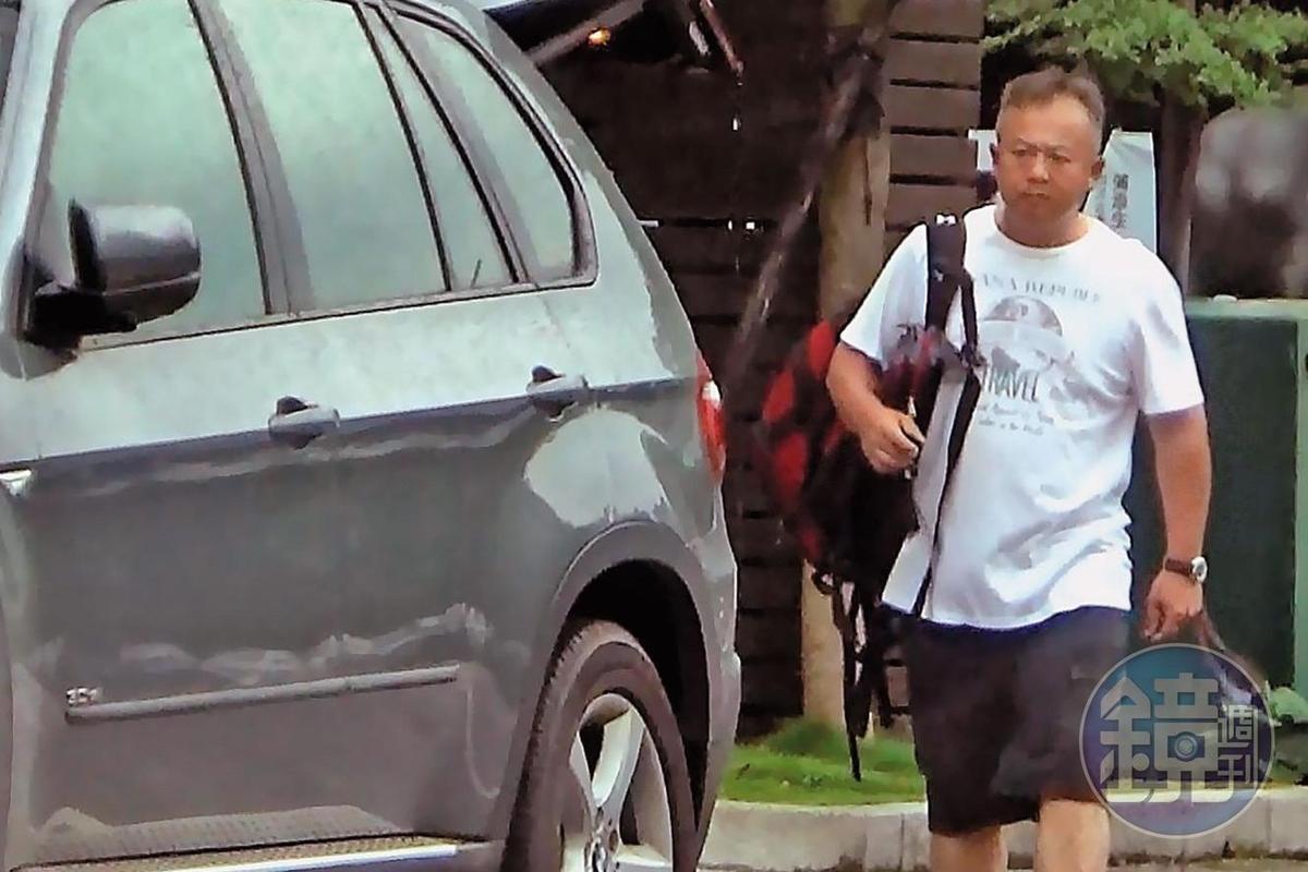 王傳家收入已不如球員時代,但坐駕仍是高檔的BMW休旅車。
