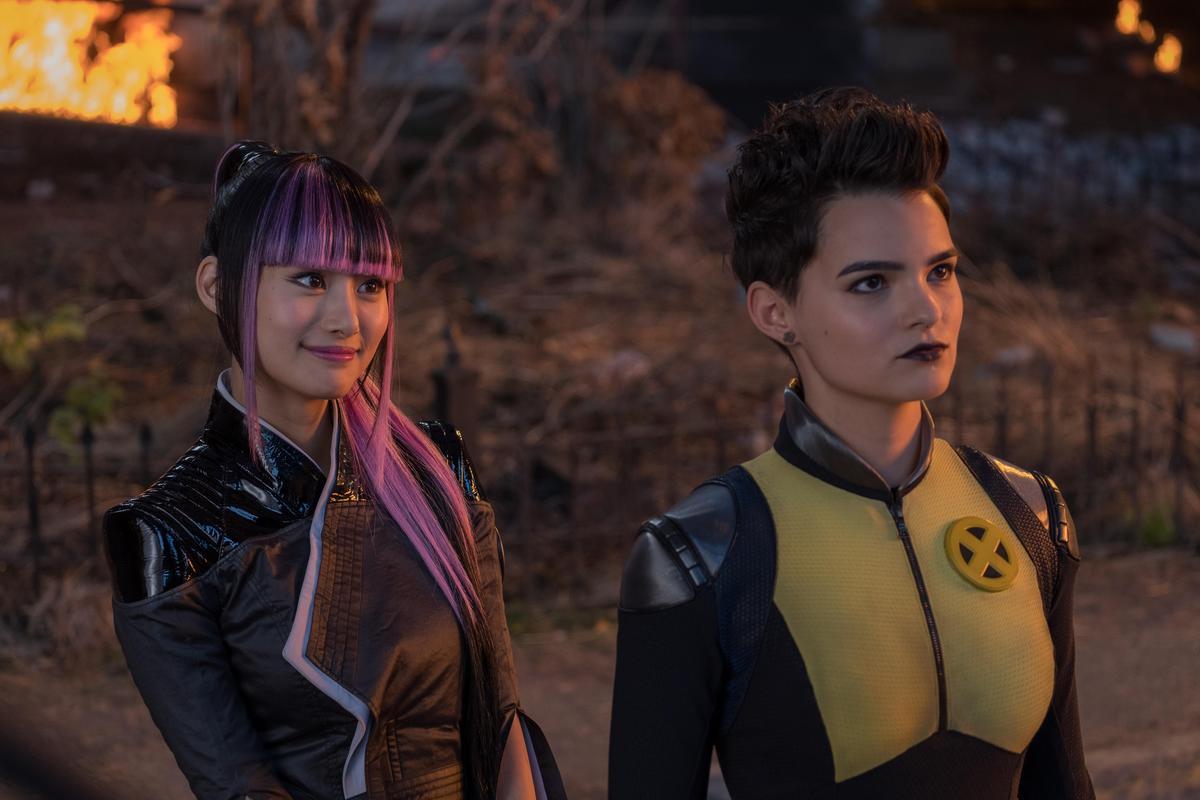 「彈頭」、「鋼人」等第一集重要角色都回歸,也有跟彈頭搞百合的新角色「雪緒」加入。(福斯提供)