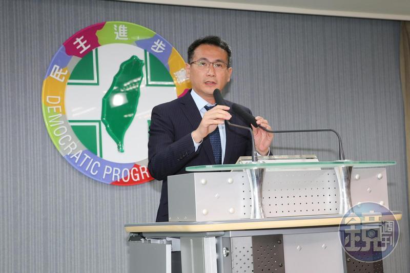 民進黨發言人鄭運鵬今(16日)開記者轉述選對會決議。