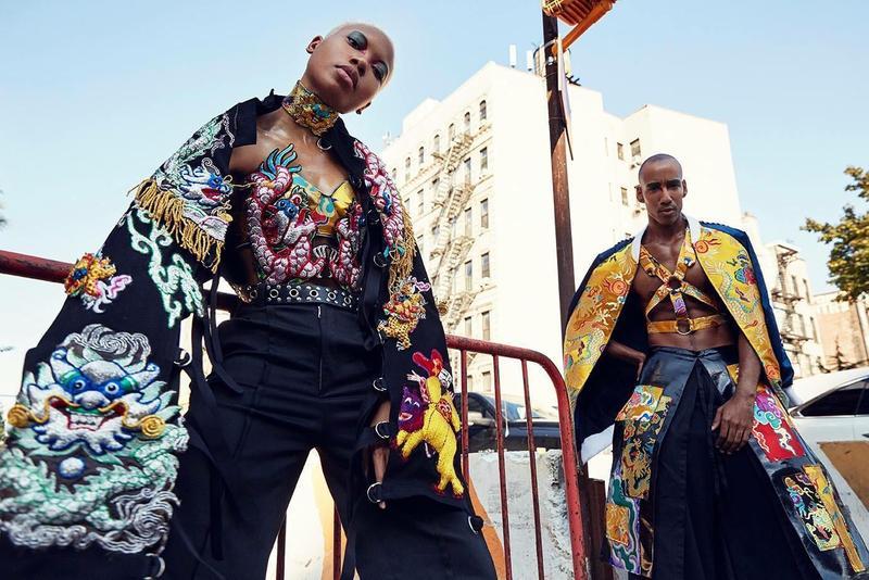 府城光彩繡莊與台灣設計師周裕穎合作,狂野的刺繡意象十分吸睛。圖為紐約時裝週秀場外街拍。(圖片提供:JUST IN XX)