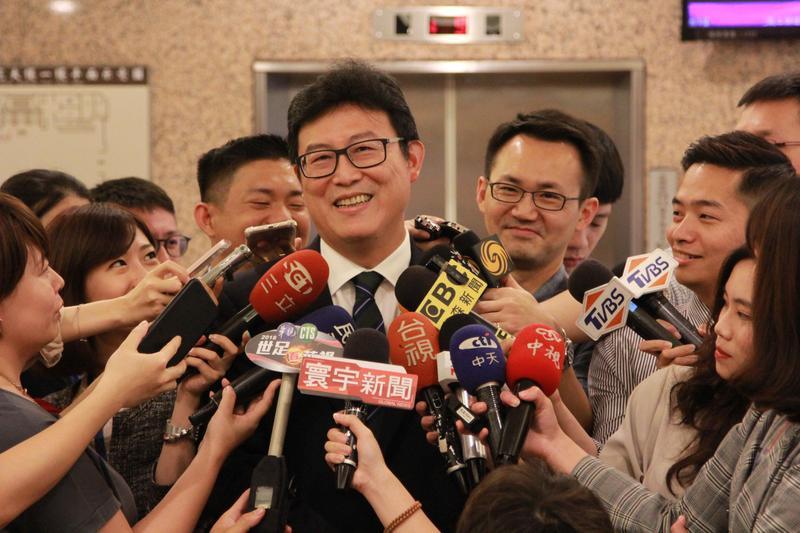 民進黨立委姚文智得知選對會決議後接受訪問。(姚文智辦公室提供)