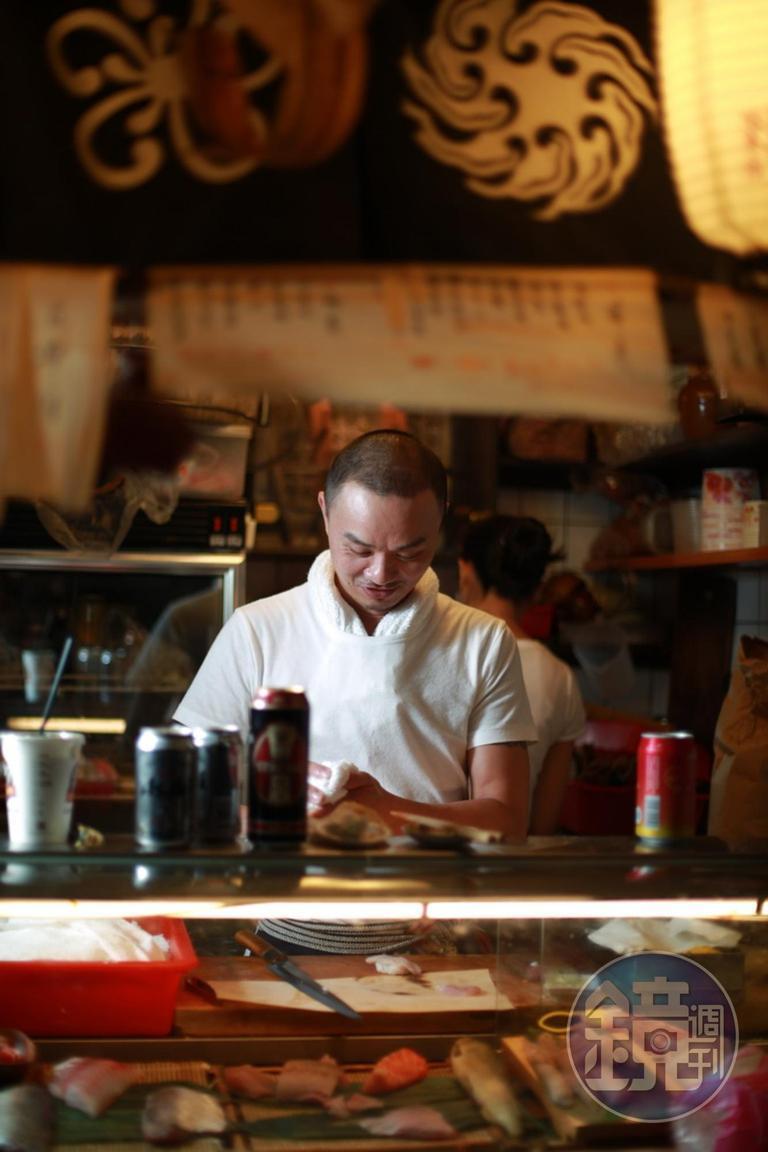 東門市場內的小店,很容易誘人喝酒,所以我不公布店名了,免得害人。