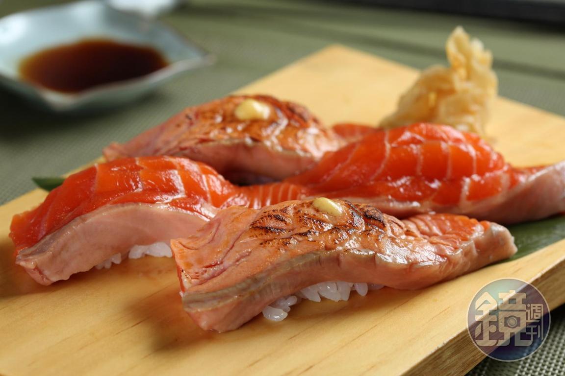 炙燒鮭魚握壽司也是店內人氣頗高的餐點。