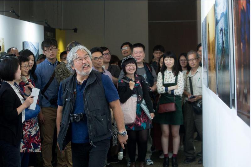 攝影大師麥可山下很習慣站在鏡頭前面,氣場也超級強大。