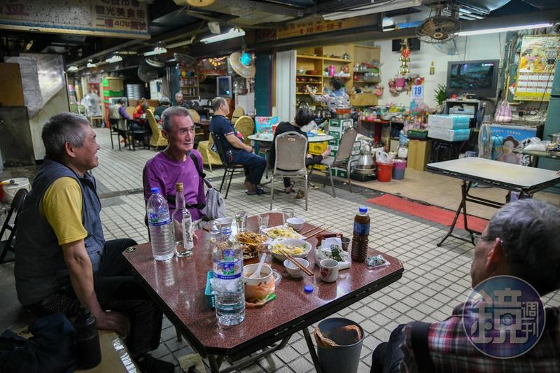 北投市場的茶店,一般只有老客人敢入座。
