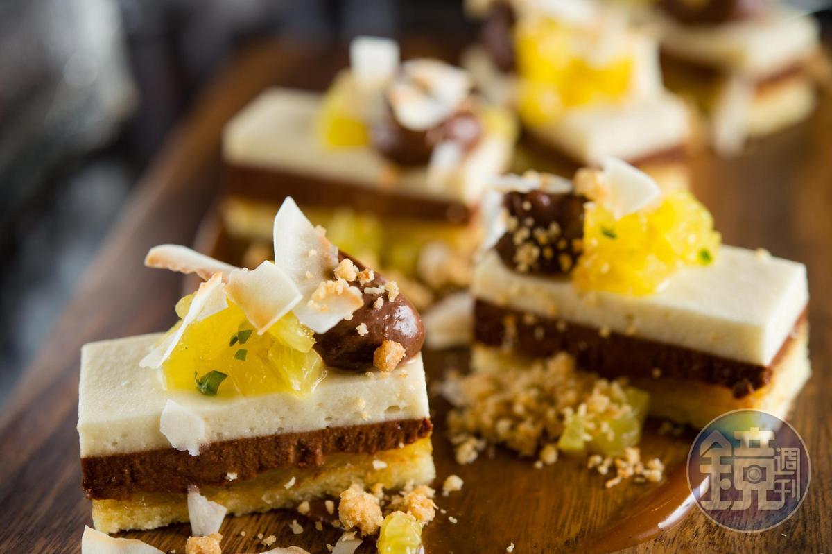 這道甜點組合椰子、鳳梨、香蕉和巧克力,在嘴裡化出迷人的果香和堅果氣息。(不在菜單上,未定價)