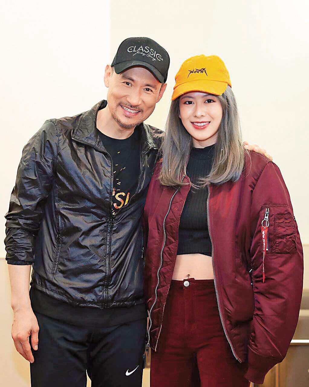 姚亦晴跟張學友(左)同屬於EMI公司,算是師兄妹的關係。(翻攝自姚亦晴臉書)
