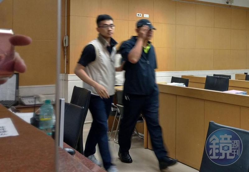 台北市中山分局警察(右)涉包庇色情業者並收賄,6人遭羈押。