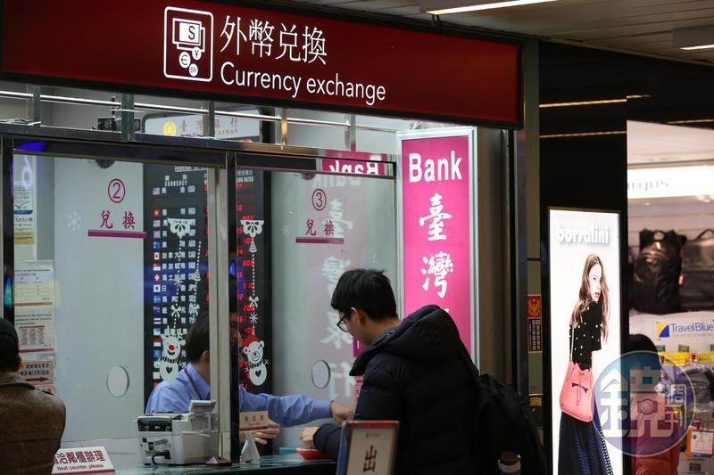供應台灣半數以上銀行外幣現鈔的新加坡大華銀行,宣布自6月18日起將不再擔任台灣外幣現鈔的供應商。