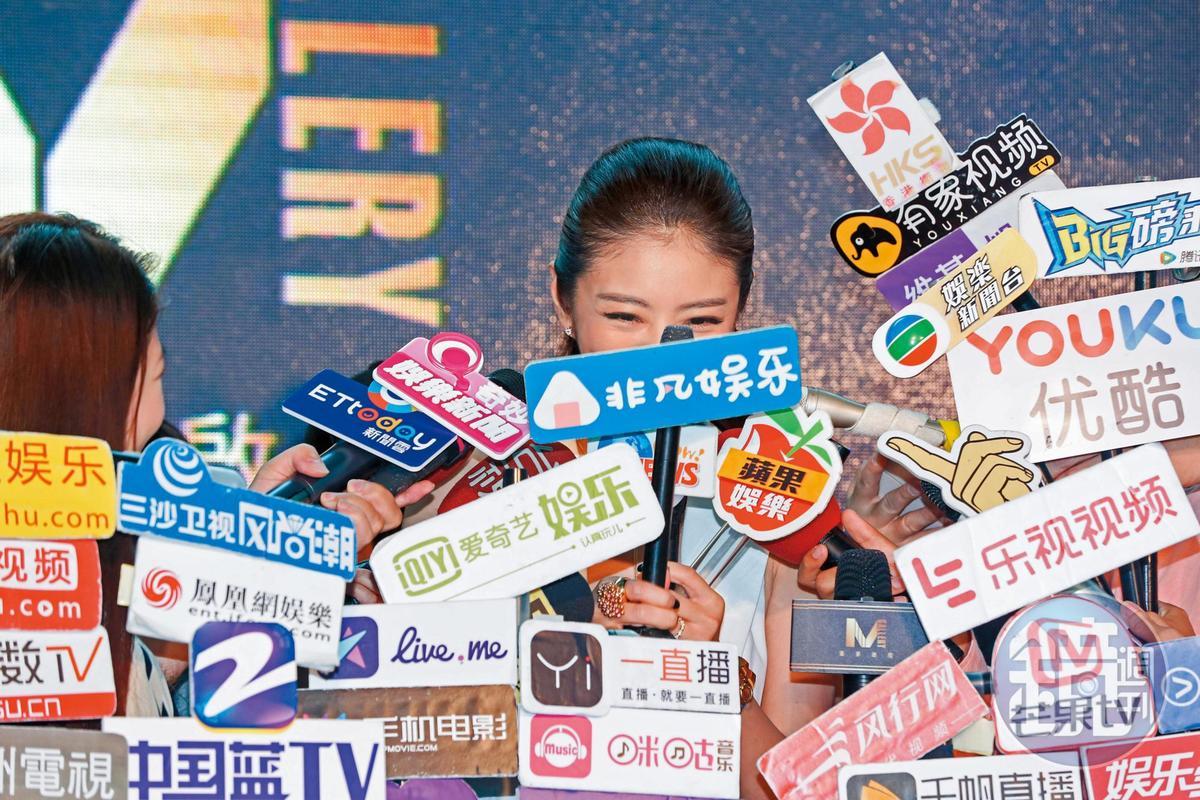 其實安以軒在台灣已經沒啥作品,年輕人也沒什麼在討論她,不知道主辦單位在異想天開什麼?還付錢發她出席媒體場合,讓她來罵媒體無良。
