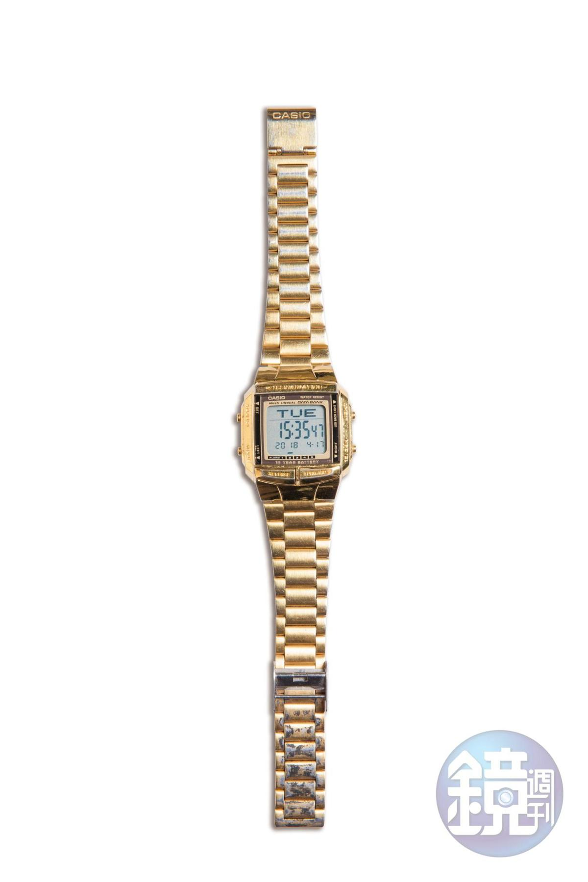 CASIO金色電子錶,朋友送的生日禮物。
