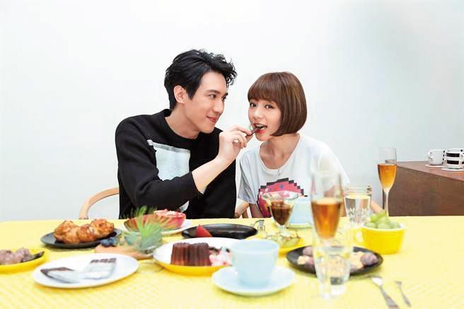 單身4年的林明禎(右),拍〈那麼愛你〉MV與男主角鄒宗翰(左)傳出緋聞,當時女方旋即否認。