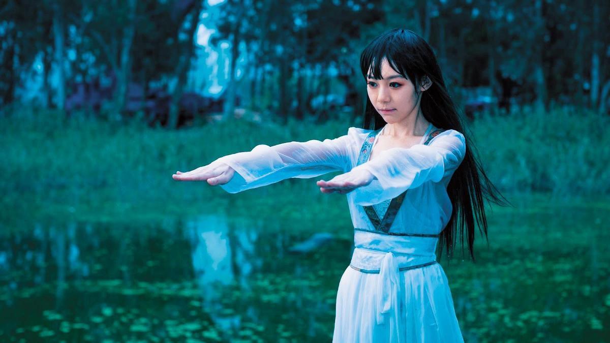 林明禎去年曾拍攝電影《救殭清道夫》,一人飾演2角,其中一角是長髮女殭屍。(華映娛樂提供)