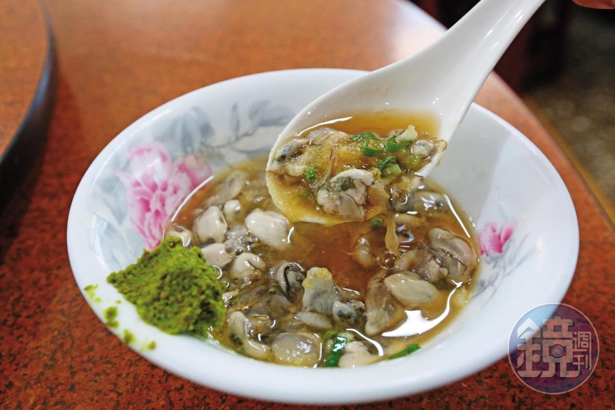 澎湖海鮮馳名海內外,生石蚵很受旅客歡迎,法官團也有享用。