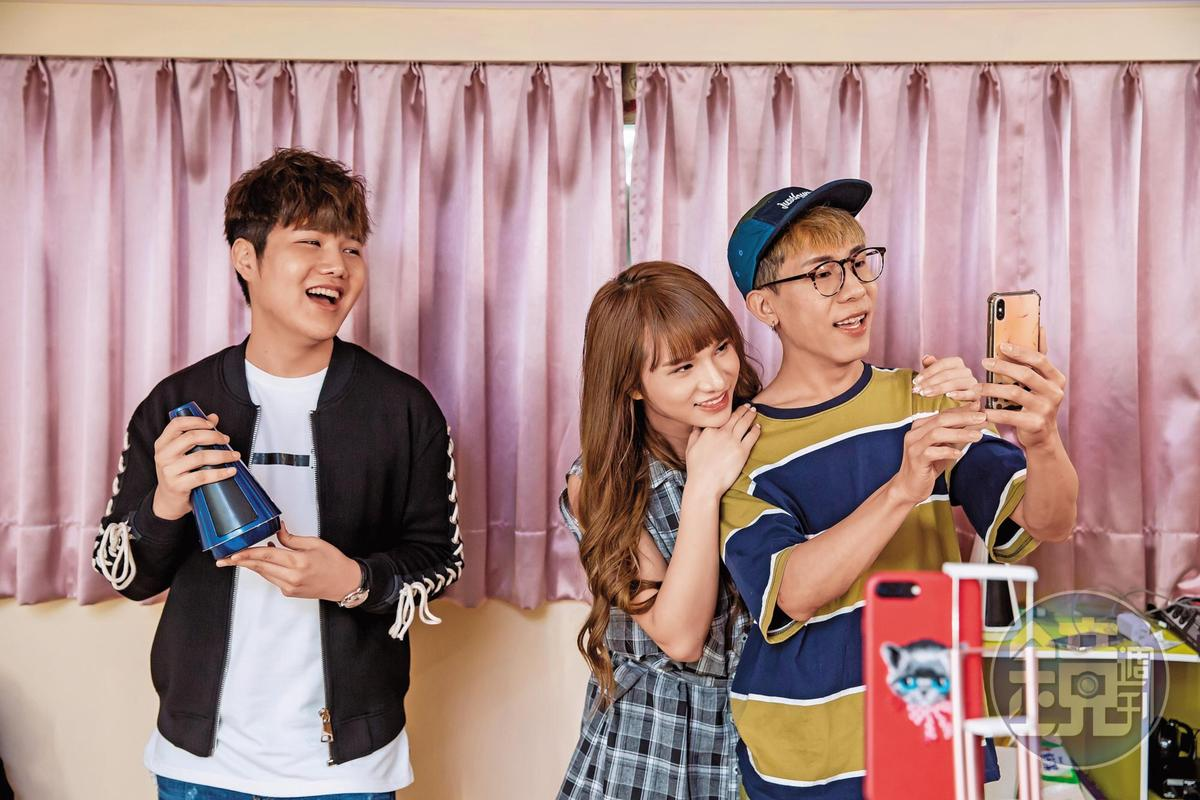 網紅林進(右起)和小A辣原本幫蘇友謙寫體驗文,引起熱烈迴響後,成了友恆國際的經銷商。