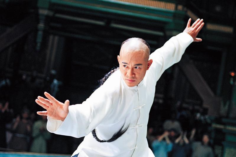 李連杰古裝的神采令人難忘,憑武術冠軍出身的拳腳身段,大銀幕詮釋功夫高手不做第二人想。(東方IC)