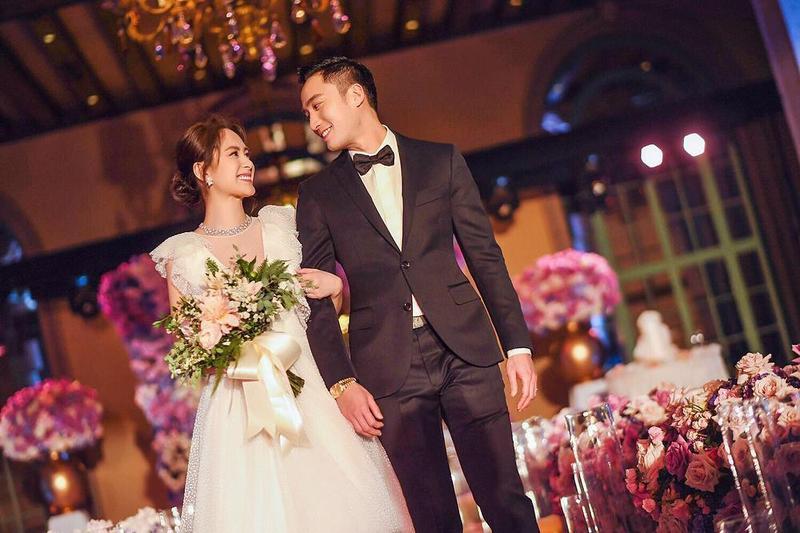醫界帥哥王陽明在美國洛杉磯樂娶阿嬌,兩人交往半年就決定結婚。(翻攝自微博)