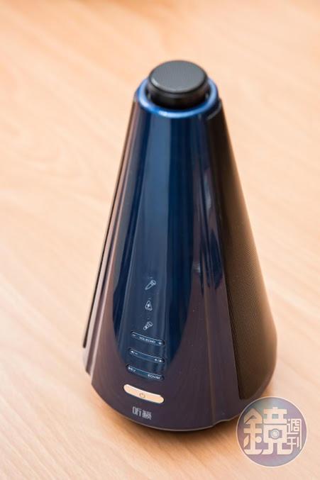 蘇友謙和大陸廠商途訊合作研發無線K歌麥克風聽籟,還申請到麥克風與音響一體成形的專利。(2,588元)