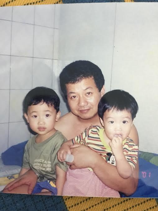 父親(中)為管教打蘇友謙(右),他氣而逃家一年。(蘇友謙提供)