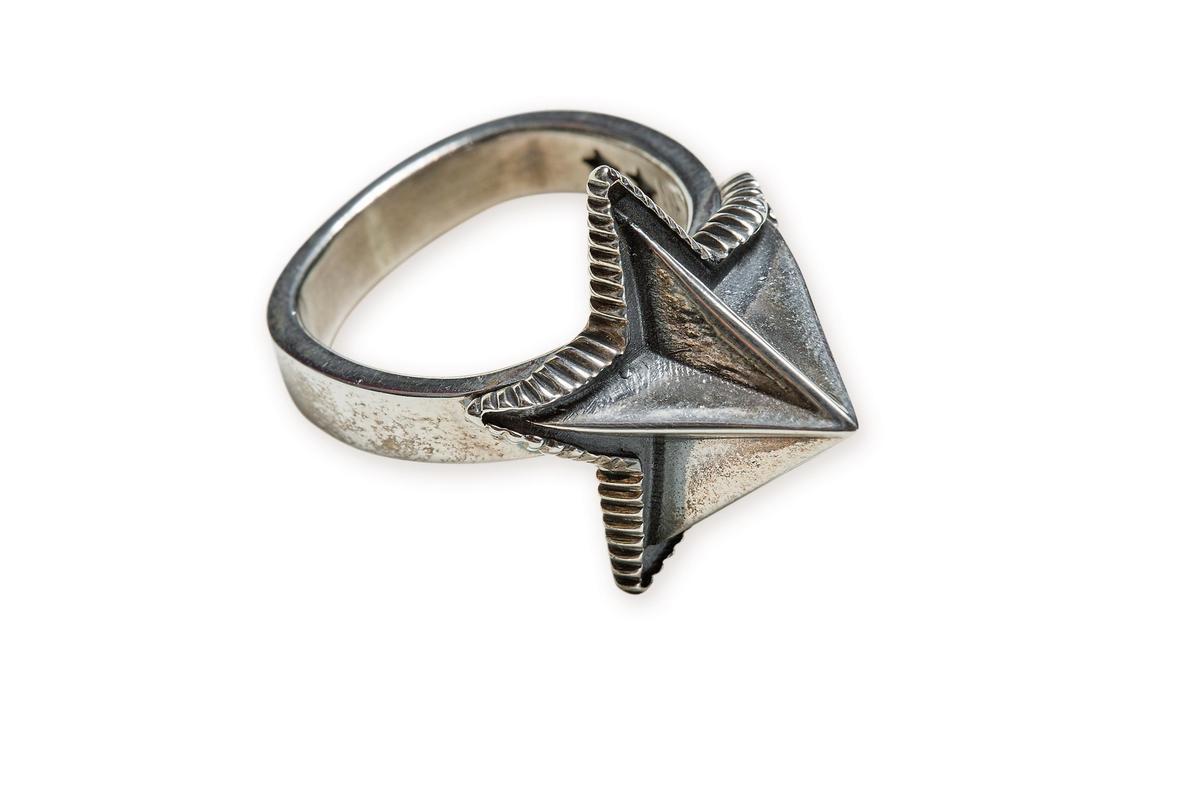 Cody Sanderson星星造型戒指,(大)NT$24,700。