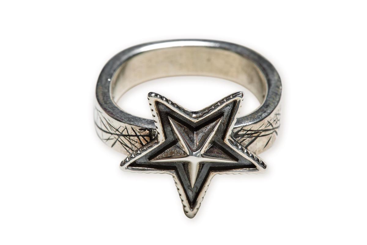 Cody Sanderson星星造型戒指,(小)NT$12,200。