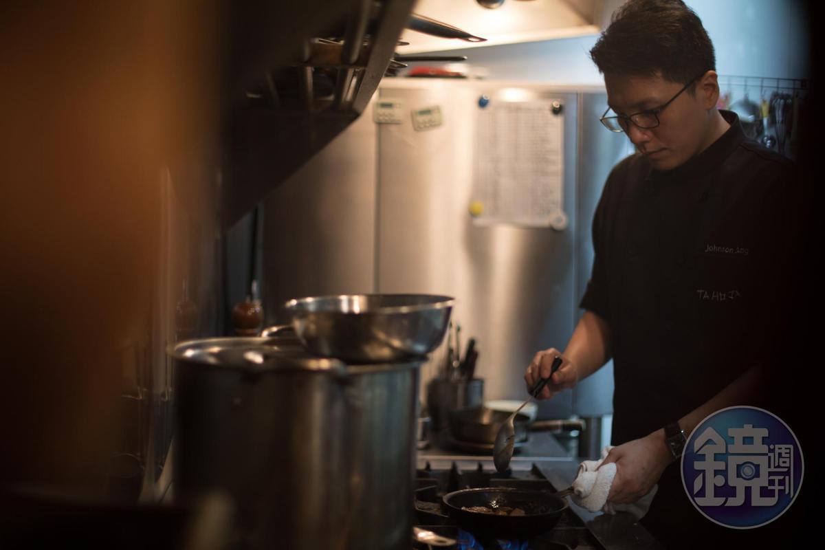 主廚生柏褀曾在香港政要名人招待貴賓的「朗峰會所」歷練,累積厚實料理功夫。