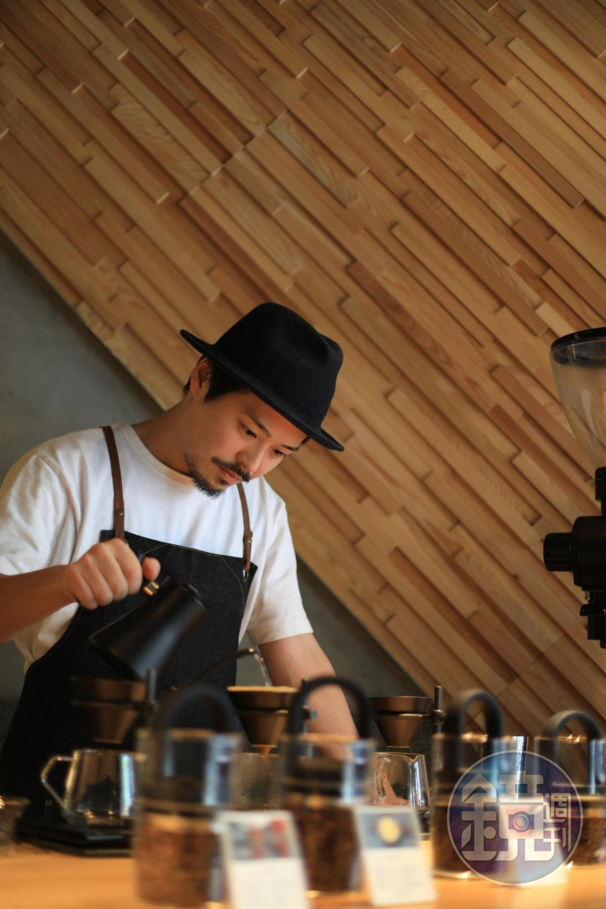 咖啡師小林貴典喜歡使用單品豆,以手沖展現豆子最原始的風土滋味。