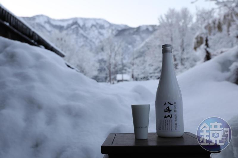 有賴南魚沼豪雪之賜,「八海山 雪室貯藏三年 純米吟釀」豐潤甘美。(2,800元/瓶)