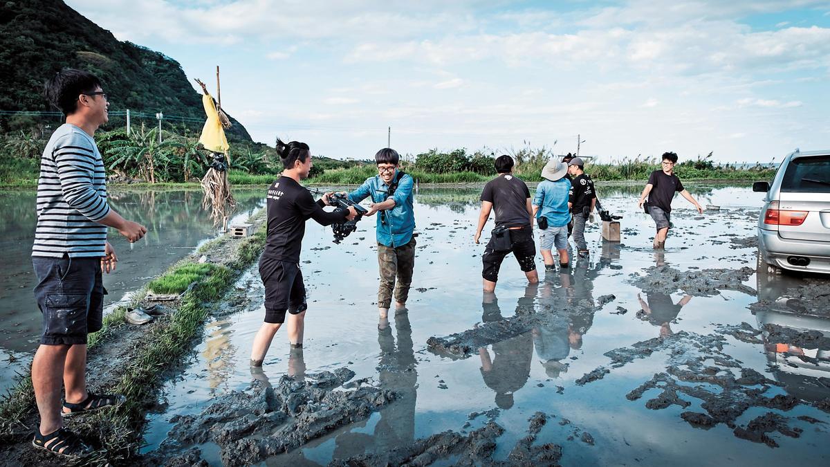 愛奇藝台灣站第3部自製劇《種菜女神》遠赴花蓮取景,為了配合稻作生長,將拍攝拉長至5個月。(愛奇藝台灣站提供)