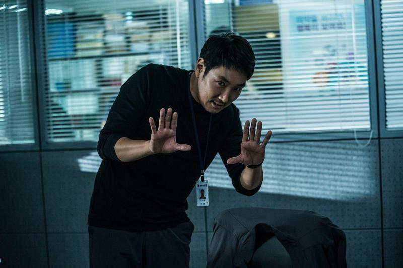 趙震雄為電影《信徒》瘋狂減肥,為演技連道具白粉都真吸。(車庫娛樂提供)