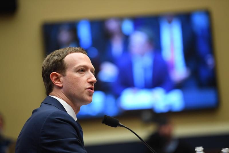 臉書創辦人祖克伯在美國國會就資料外洩事件接受質詢。(東方IC)