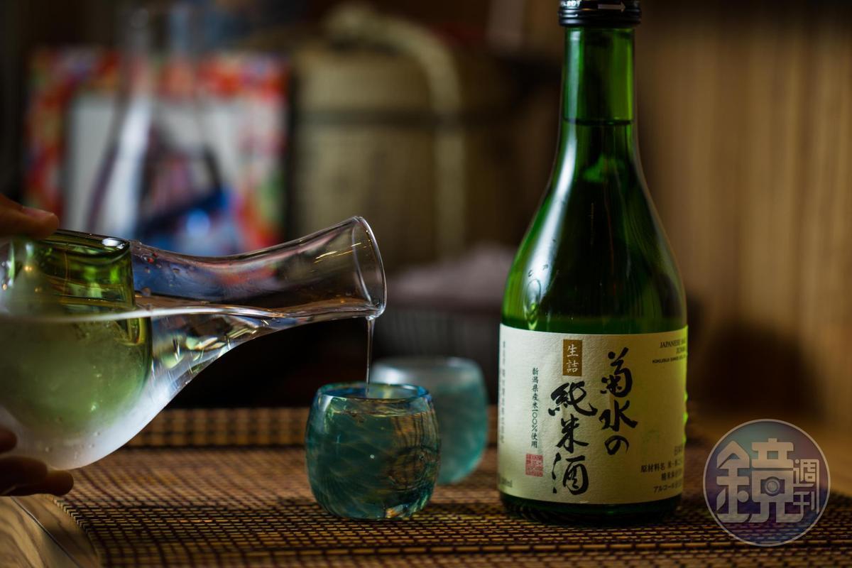 「菊水の純米酒」旨味芳醇,冰飲燗飲兩相宜。(375元/300ml,七味之友)