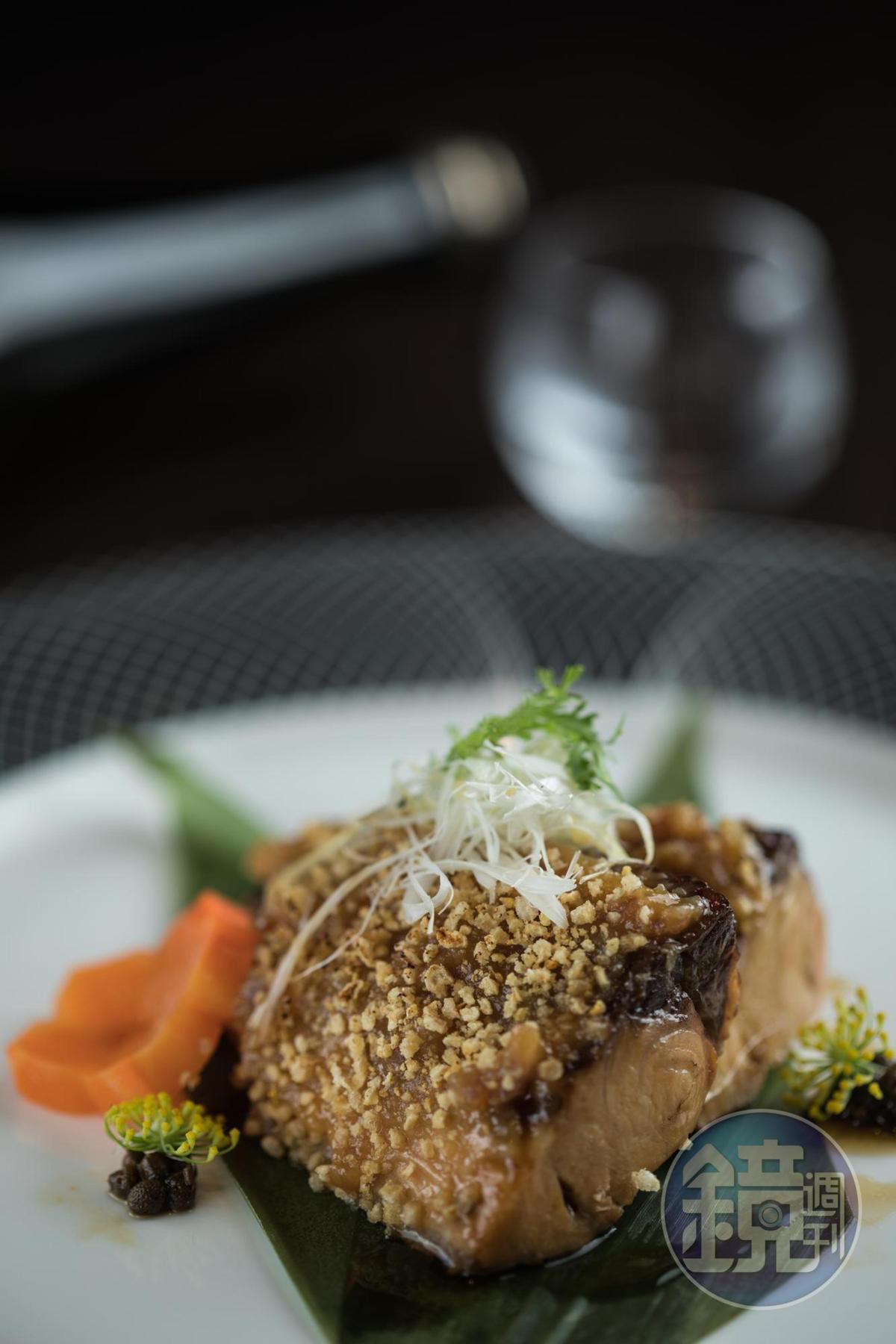 「鮮魚有馬味噌燒」用有馬山椒和白味噌醃魚,醬香綿長。(380元/份)