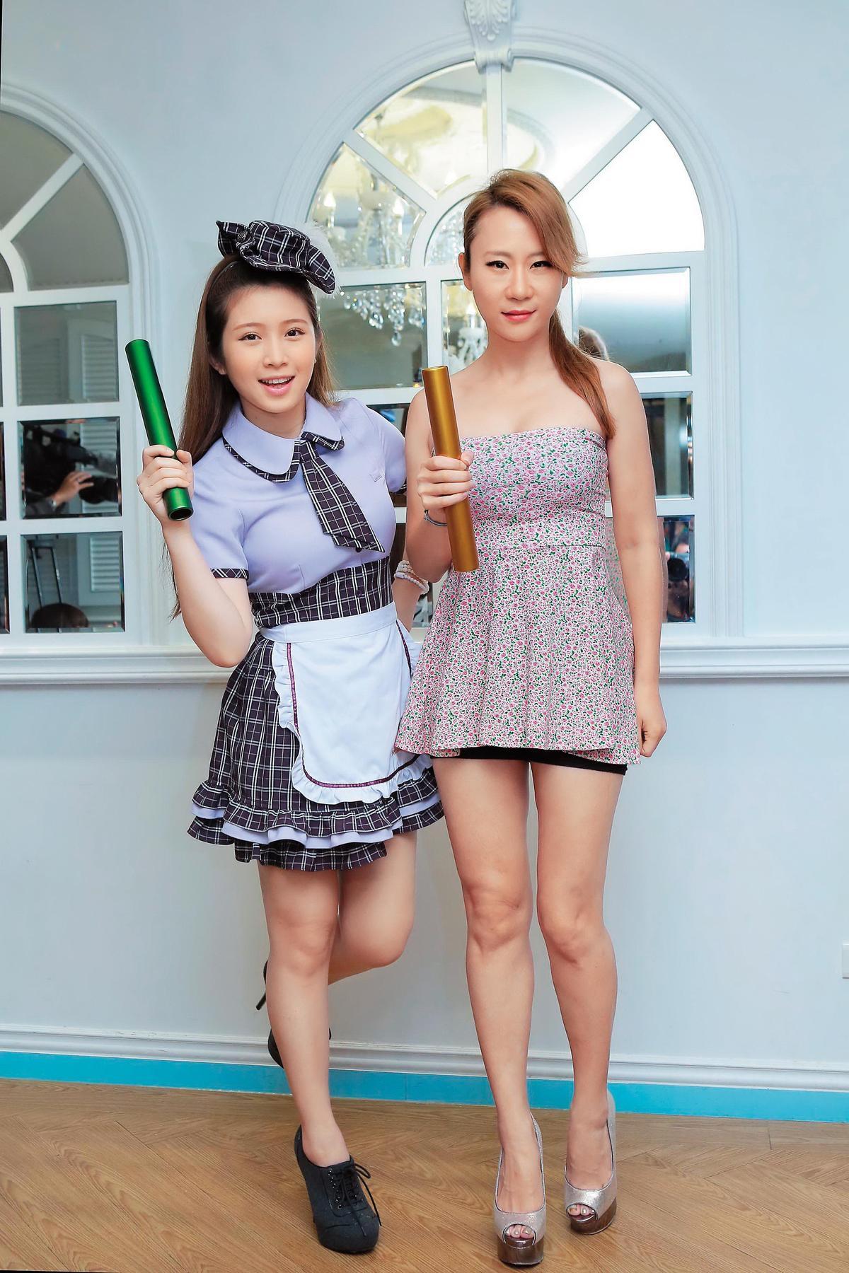 過去安晨妤(右)發片,跟雞排妹(左)密不可分,時常一起作夥跑宣傳活動。(東方IC)