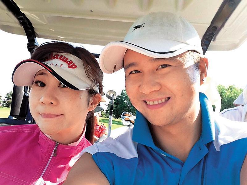 張劭緯曾在日本求學,對當地熟悉,會帶安晨妤去打高爾夫球,2人當初也是在日本邂逅定情。(翻攝自張紹緯臉書)
