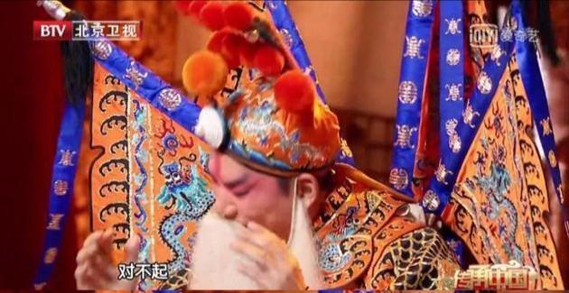 任賢齊在《傳承中國》演出時忘詞,後來在台上道歉。(新浪娛樂)