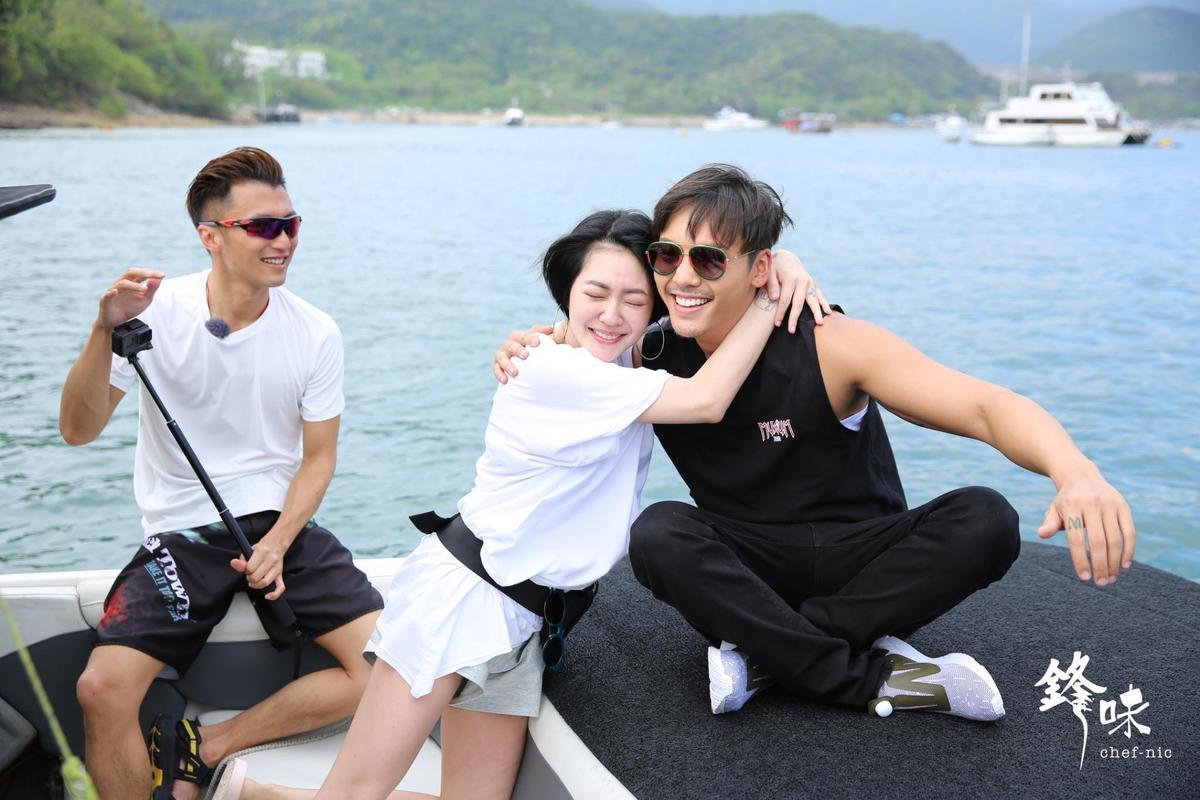 小S一看到心中男神陳偉霆立刻飛撲擁抱他。(亞洲旅遊台提供)