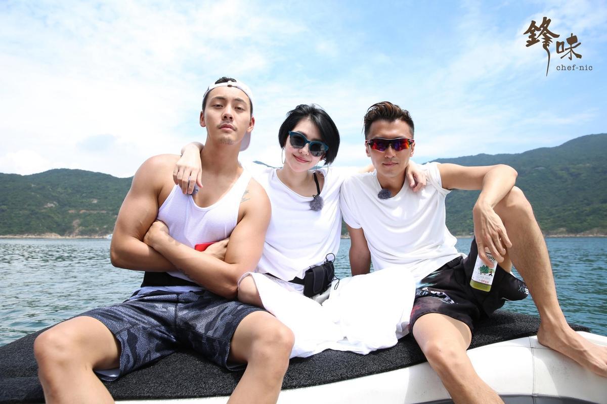 《鋒味》本集回到香港,邀請到小S及陳偉霆上節目。(亞洲旅遊台提供)