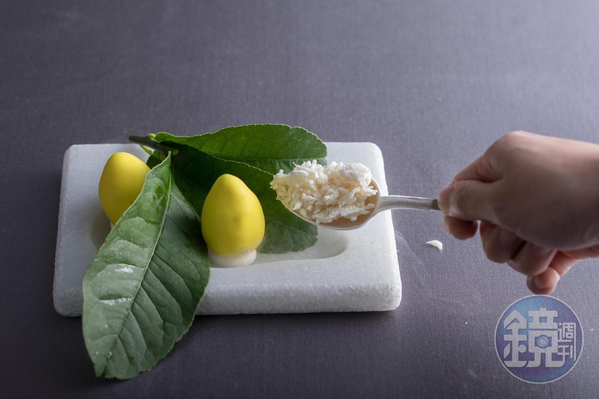 「薑黃檸檬柚」明亮鮮酸,讓味蕾有高昂的收尾。(2,880元套餐菜色)