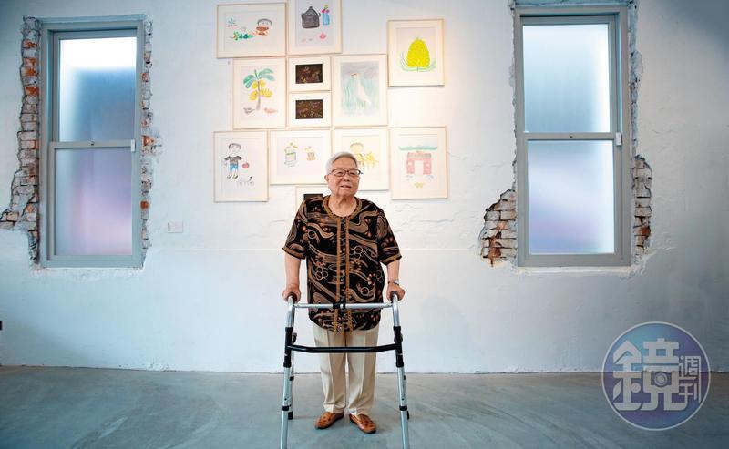 85歲的黃周玉女第一次辦畫展。