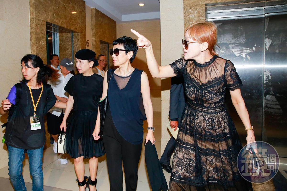 張清芳 (左起) 、張艾嘉和高怡平三人同一時間抵達感恩會。