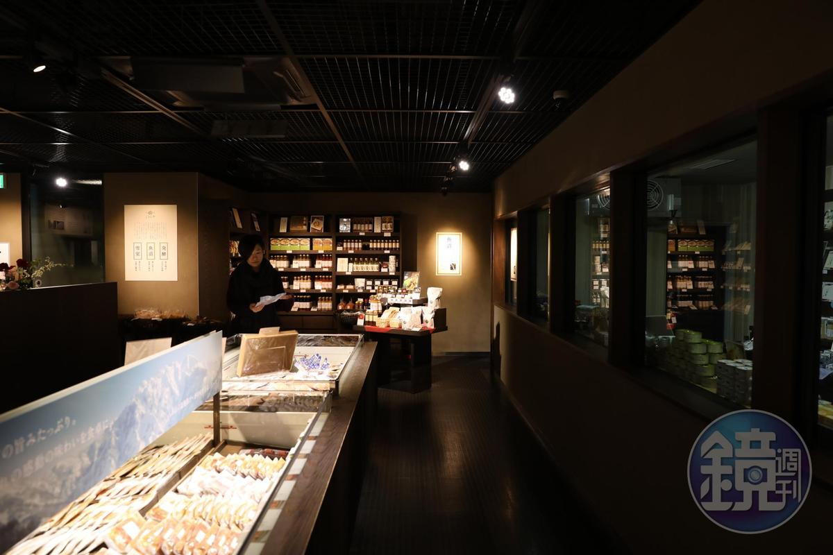 雪室裡的「千年麴屋」有如酒、米、雪室相關的食材精品店,令人流連忘返。