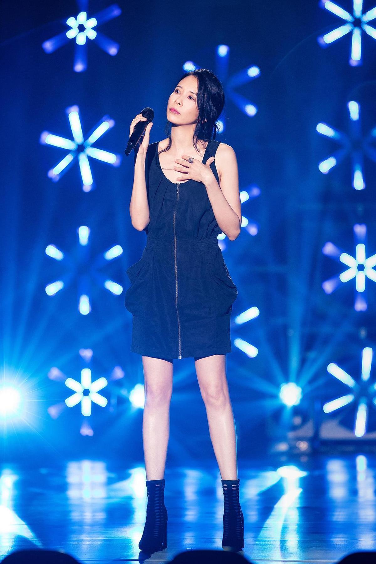 新歌首唱會吸引約350萬人同步線上收看,最後莫文蔚演唱〈一生所愛〉當彩蛋,讓歌迷大驚喜。(索尼音樂提供)