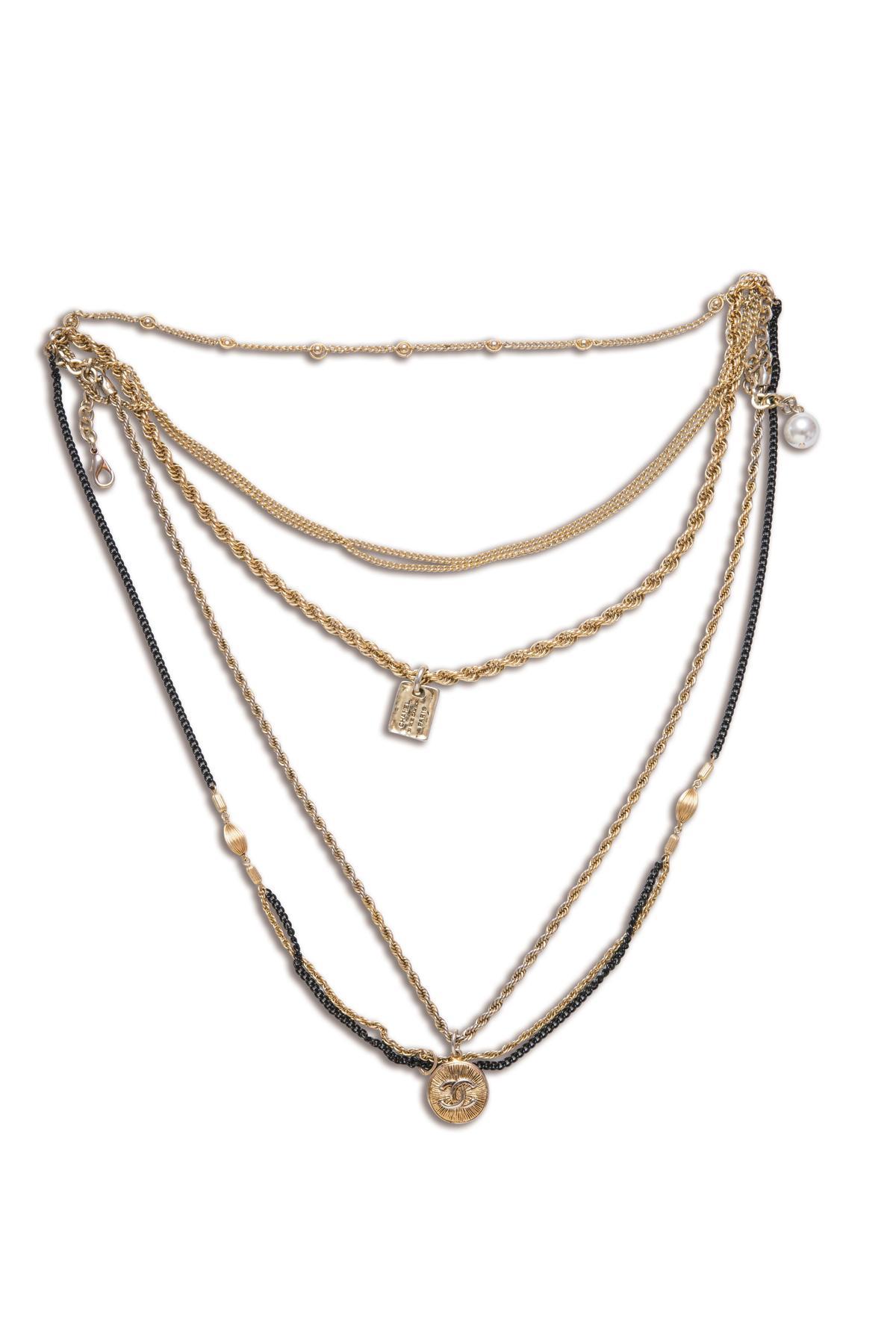 CHANEL多層次古董項鍊。約NT$30,000
