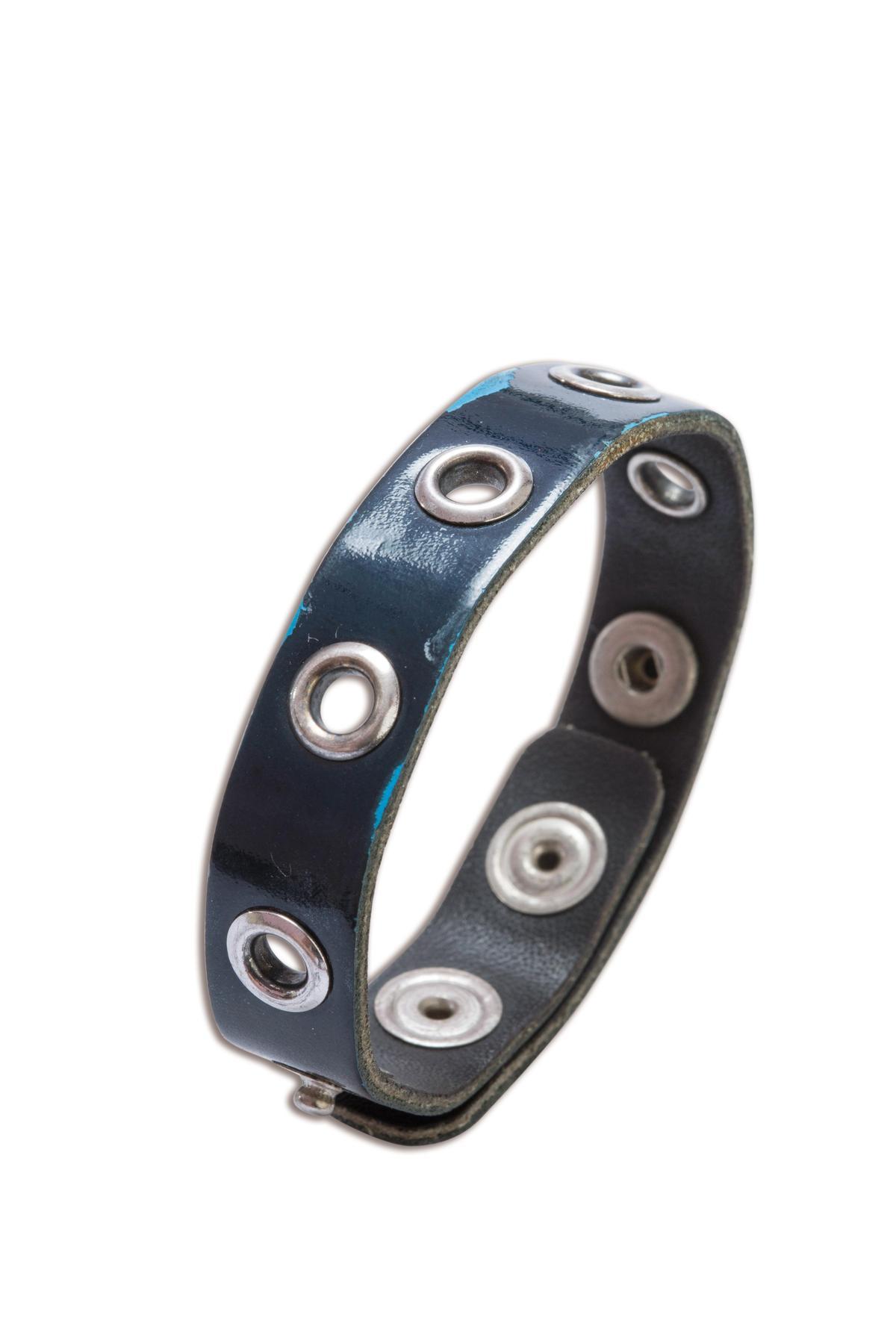 CHANEL古董皮製手環。約NT$10,000