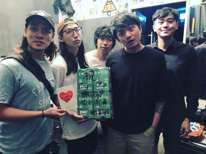 滅火器所寫的〈長途夜車〉,點名給在世界各地為夢想奮戰不懈的台灣人。(翻攝自滅火器臉書)